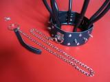 Uzamykatelný kožený obojek s ocelovými hroty