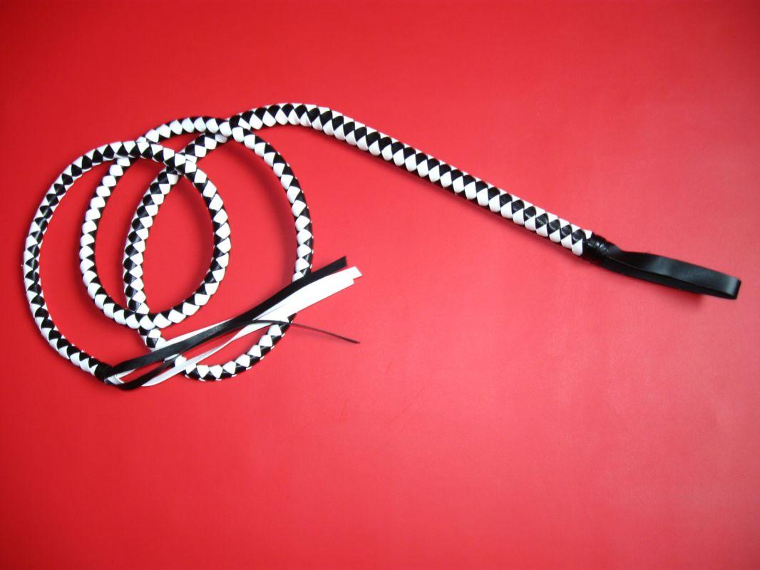 Bič pletený bílo černý